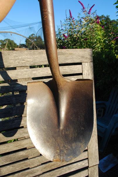 Round-Nosed Shovel 1